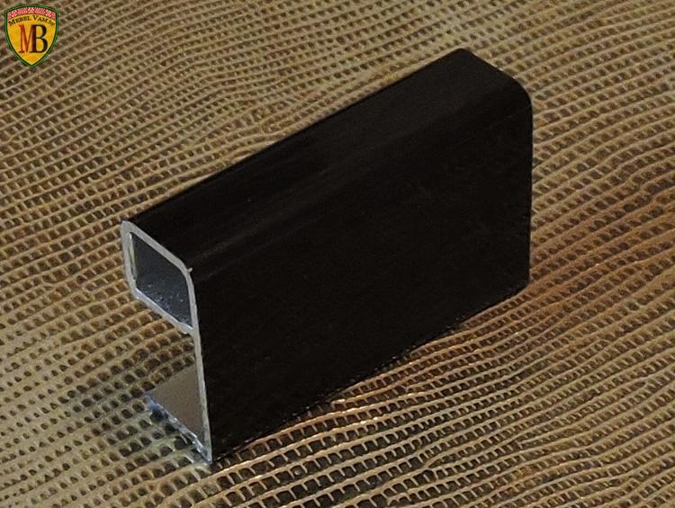 Алюминиевый_профиль_используется_процессе_производства_дизайнерской_мебели_по_индивидуальному_дизайн-проекту