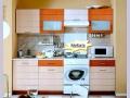 прямолинейная маленькая кухня